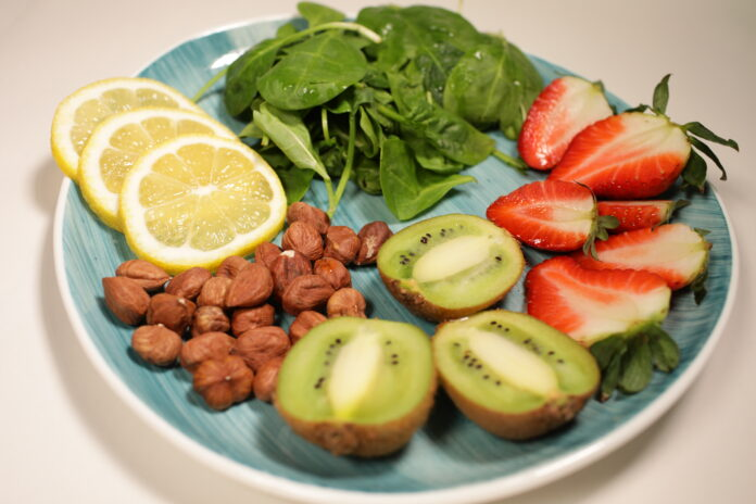 Salata sa voćem i spanaćem